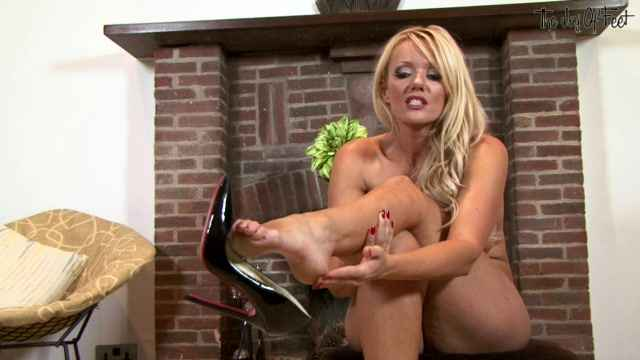 Порно видео Lucy Zara - Worship, foot boy! (2012) HD